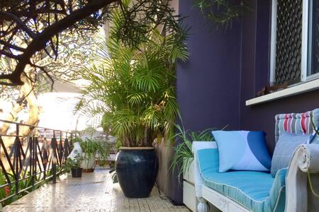 Frangipani House - Authentic Art Home by the Beach