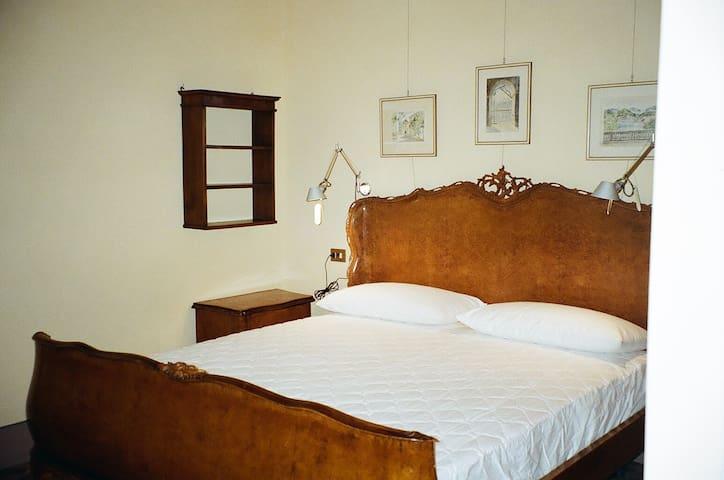 1° Camera matrimoniale con bagno in suite