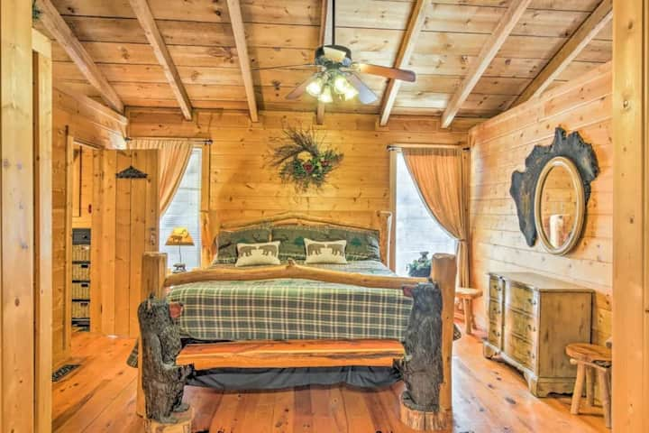 Cozy cabin with Hot Tub, Jacuzzi, 10 min to PF