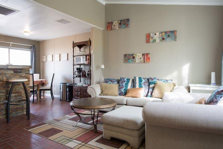Cozy, 2 bedroom home north of ASU