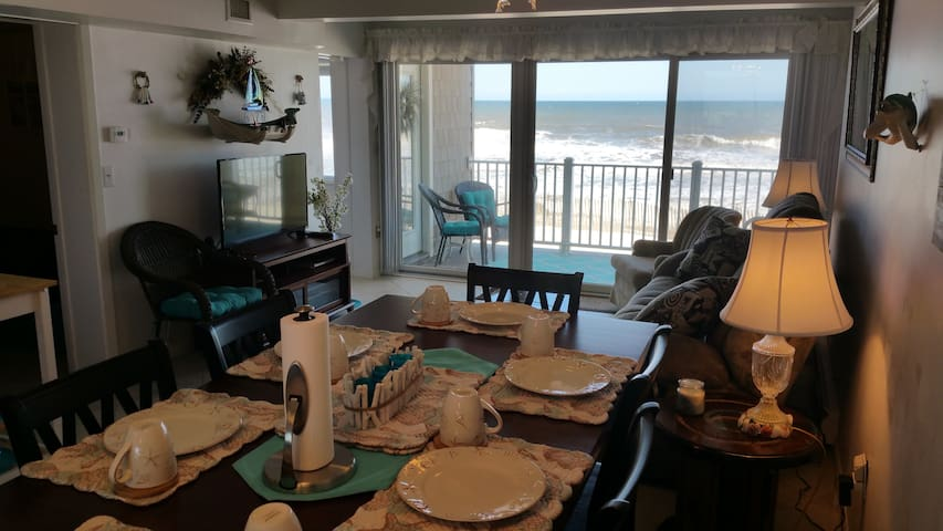 Oceanfront Condo Directly On Beach! - Mantoloking - Ortak mülk