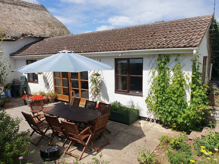 Devon Cottage Annexe near sea, river and moor