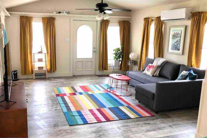 Cool and Clean 1 bedroom Eastside Apt w/ fast WIFI