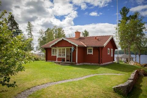 Hus med sjötomt nära Sundborn, Falun i Dalarna