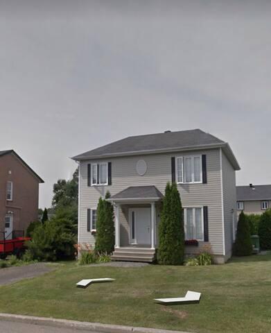 Chaleureuse maison à deux étages
