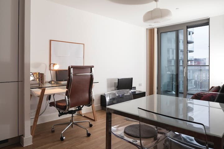 Elegant Modern Apt Spacious Balcony - Londen - Appartement