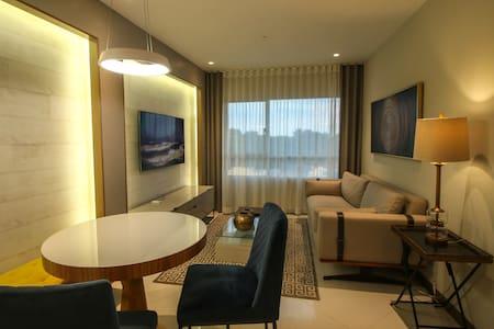 Suite de lujo Edificio Pacific Plaza + Parqueo