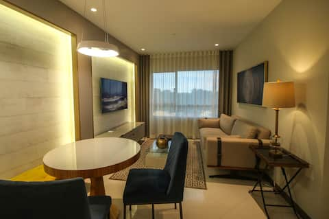 Suite de lujo Edificio Pacific Plaza + Parqueo Pv.