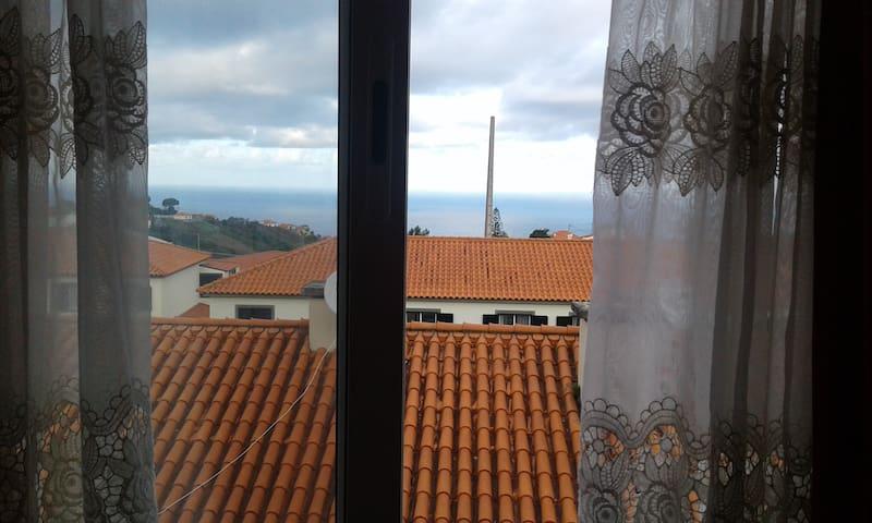 Vista desde o Quarto n. 1 no que fica 1º Andar (Avista-se ao longe a Ilha do Porto Santo)