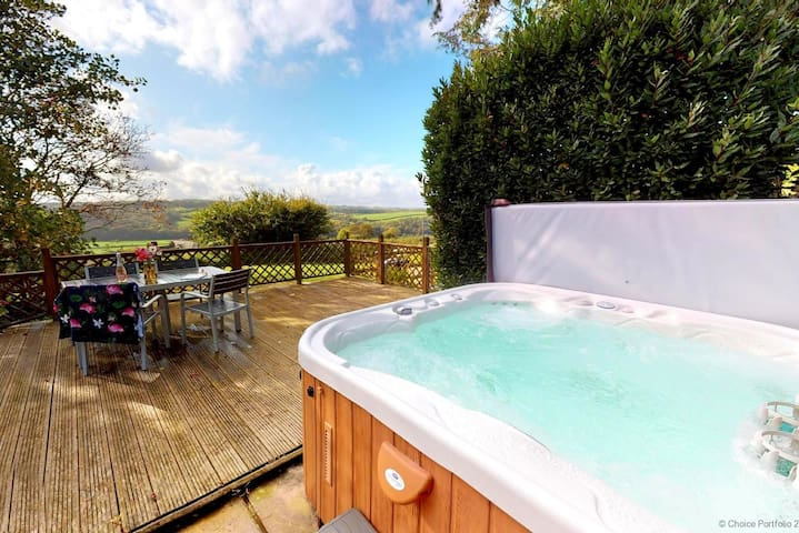 BISHOPS TAWTON OVERTON HOUSE | 2 Bedrooms|Hot tub*  |Pet Friendly|Unrivalled Views