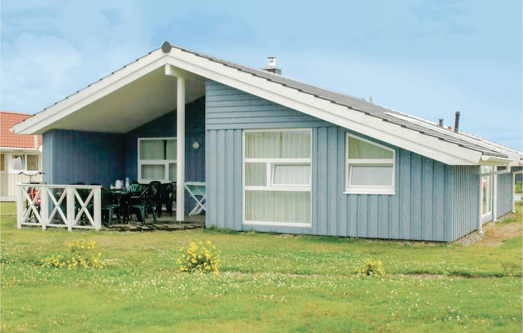Holiday cottage with 4 bedrooms on 121m² in Friedrichskoog