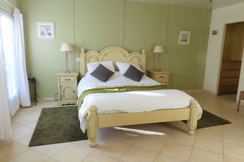 Ground floor bedroom with en suite shower & WC. Suitable for people with mobility issues