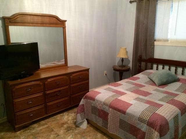Great private room in prime location in NOLA - Kenner - House