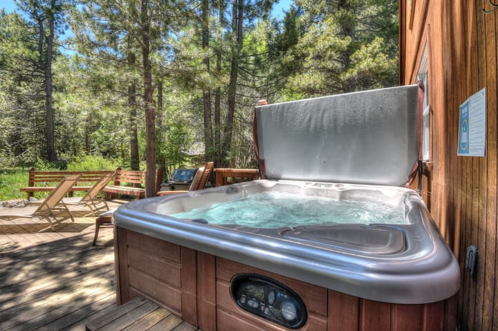 Azure Abode- Paw friendly, 17 mins from Boreal, Donner Access