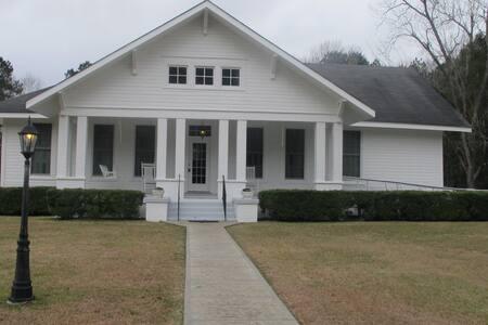 Mimi's Elegant Country Estate - Wiggins - Haus