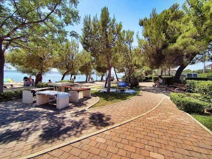 App. Red Rose -by the sea-in the heart of Dalmatia