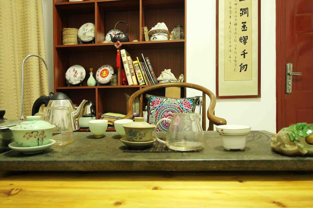 民宿免费茶室,闲暇之余品一杯普洱,一口醇香,一味自然