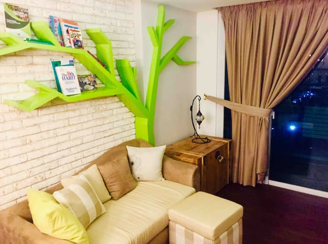 Private style 1 bedroom flat near JIExpo+pool&gym