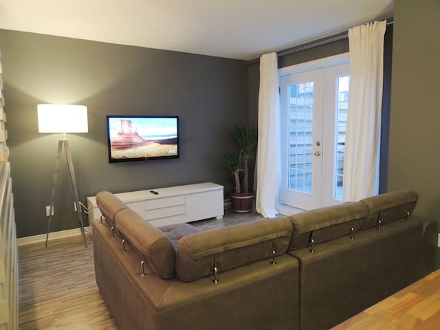 COSEY CONDO  MINUTS AWAY FROM MTL DOWNTOWN / DIX30