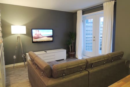 Cozy Condo  Minuts Away From Mtl Downtown / Dix30