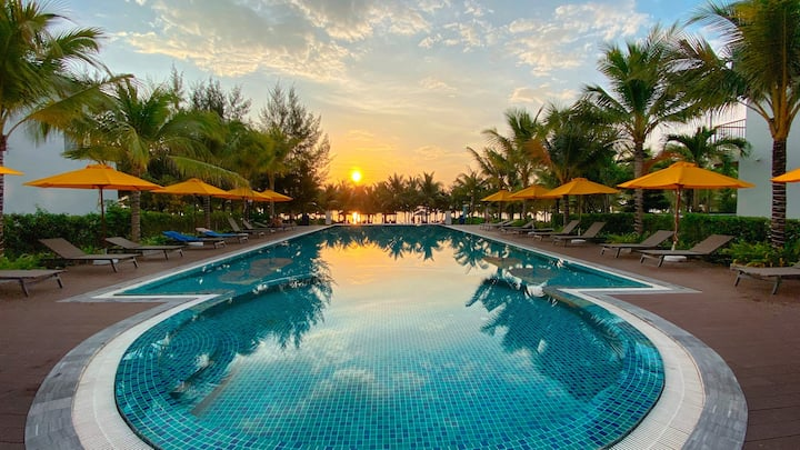 M VILLAS Beachfront w private swimming pool for 8