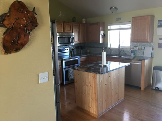 Comfortable  3 bed 2.5 bath home in Parker