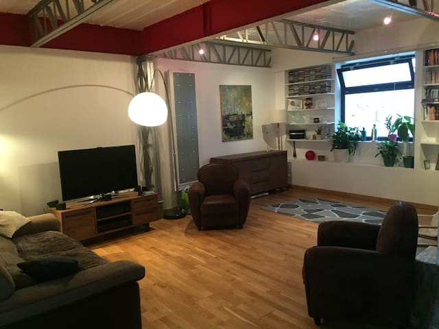 loft 5 places paris 20 me flats for rent in paris idf france. Black Bedroom Furniture Sets. Home Design Ideas