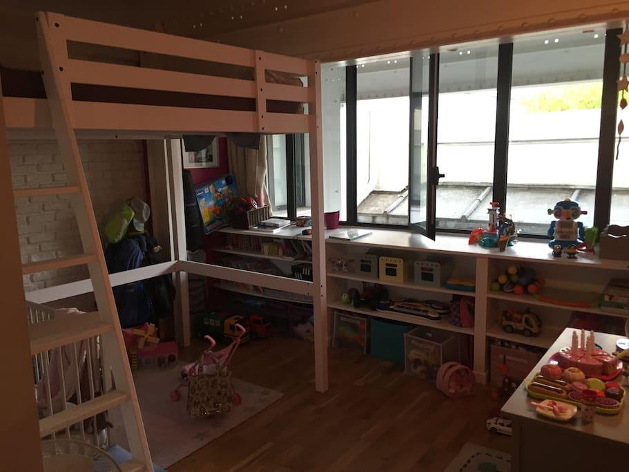 Chambre 3 places (mezzanine 2 place 140x190) + lit 1 place (90x190)
