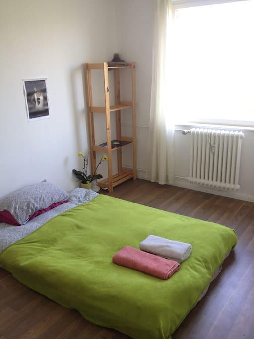 gem tliches zimmer mit ausblick appartements louer berlin berlin allemagne. Black Bedroom Furniture Sets. Home Design Ideas
