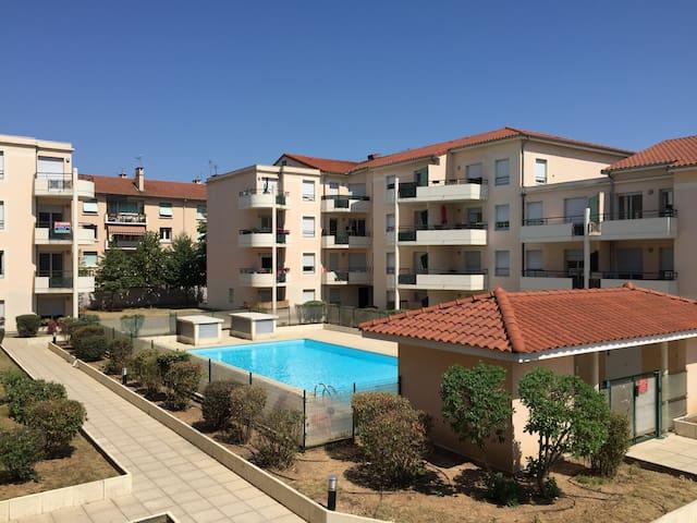 Appartement lyon 8 terrasse piscine apartments for rent for Appartement terrasse lyon