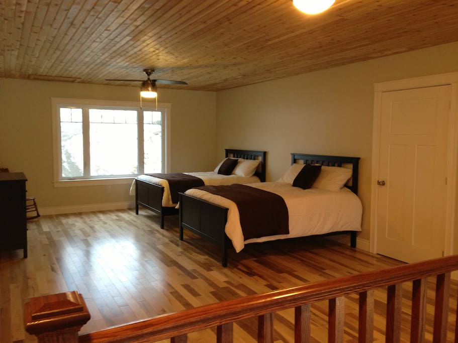 2 full beds in the loft (first bedroom )
