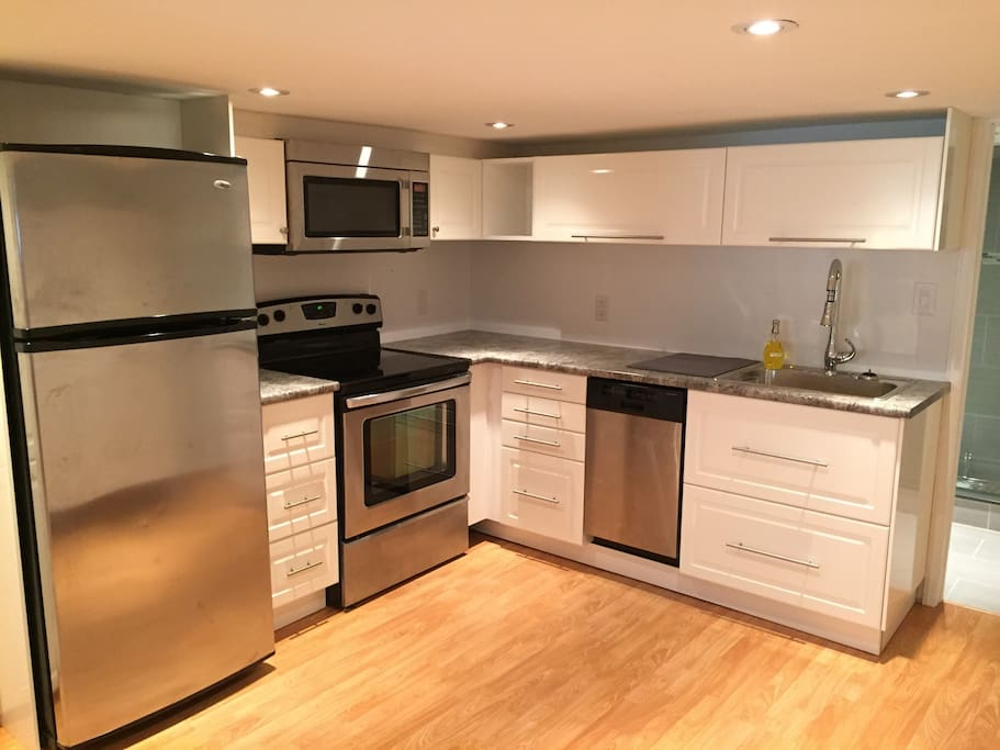 Fully equipped stainless steel kitchen (includes dishwasher)