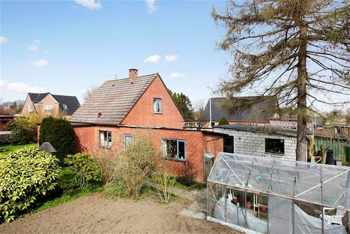 Nice 102 m2 House 3 km to Beach - Horslunde - House