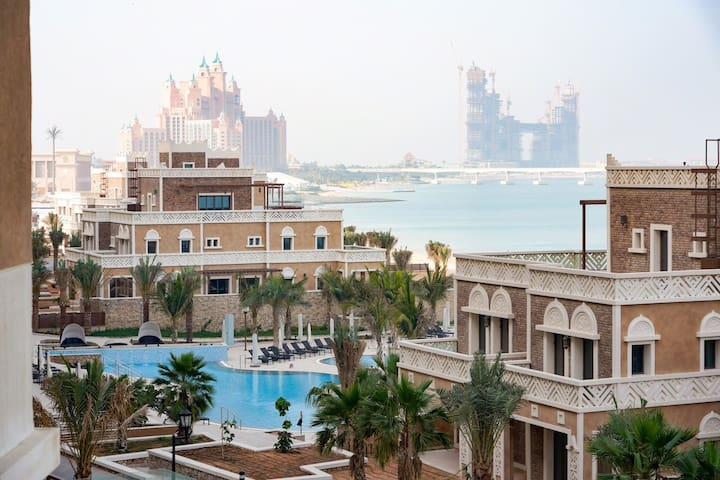 Stunning 4 BR House,BALQIS Residence Palm Jumeirah