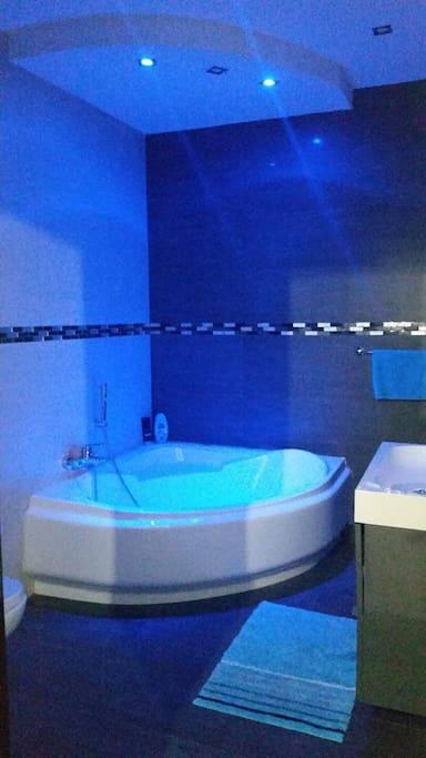 Main Bathroom_2