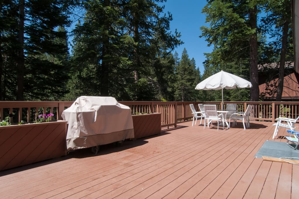 Large deck with gas grill!