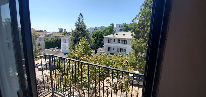 Oversized, westwood 2 bdrm/2bth with 2 balconies !