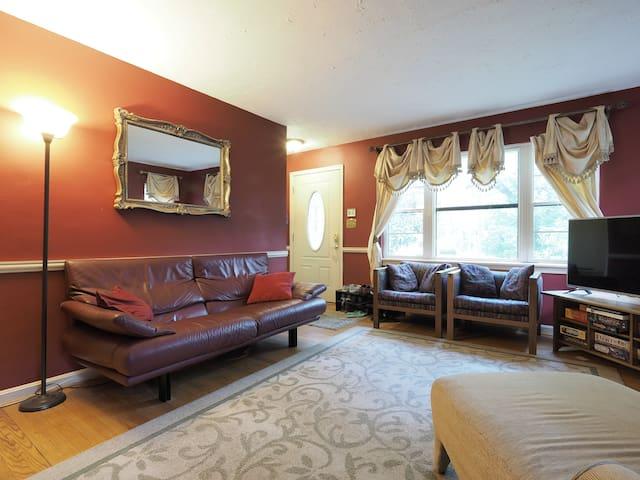 Oasis convenient to UMD - Iris Room - Hyattsville - Hus