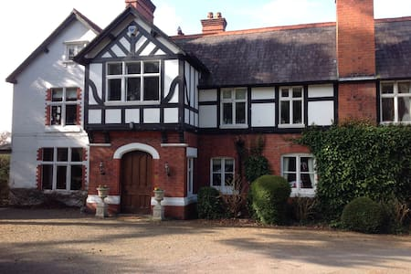 Clock House - Malpas - Bed & Breakfast