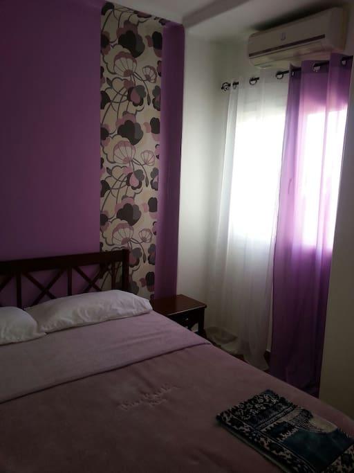 Chambre à coucher 1 Climatisée. Grand lit.