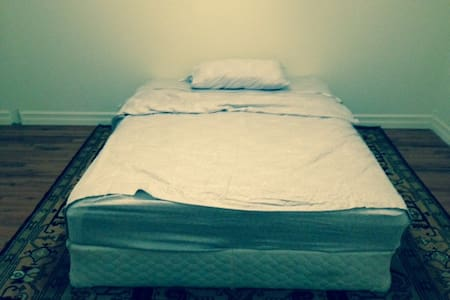 Kirkland master bedroom for rent