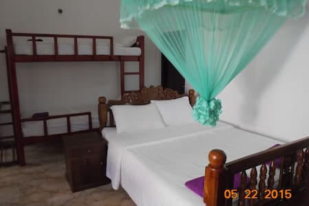 Family Deluxe for 4 people - Katunayake - Bungalow
