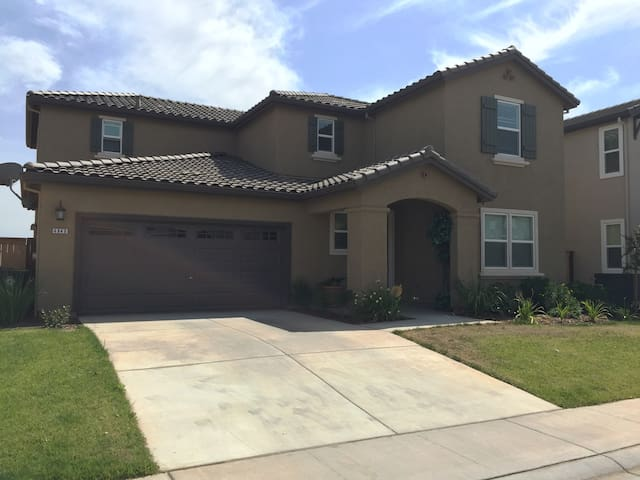 Brand new home 20mins from downtown - Elk Grove