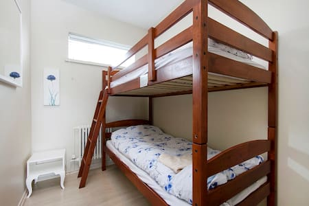 Economy room by the sea/airport - Gardur