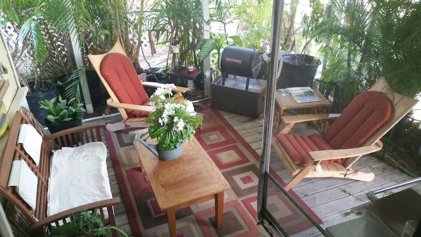 King size suite with tiki bar, sofa - little torch Key - Casa