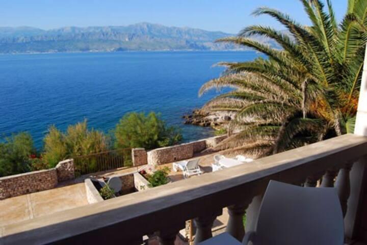 1 Zimmerappartment mit Balkon und Meerblick