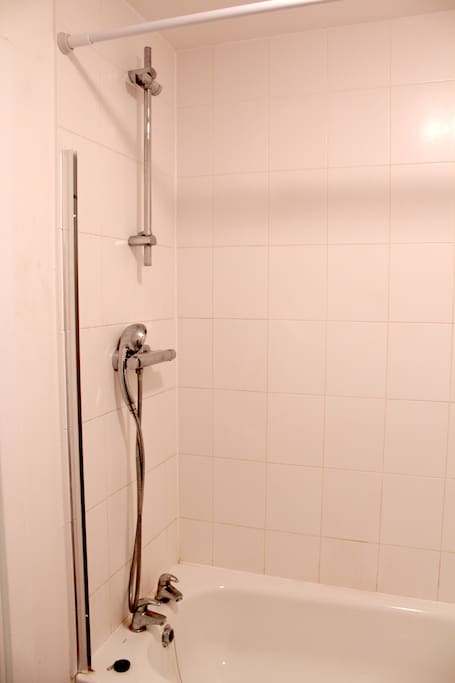 Clean bathroom with combo shower and tub