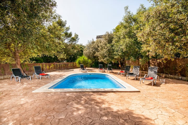 Villa with pool, bbq, wifi, 5rooms