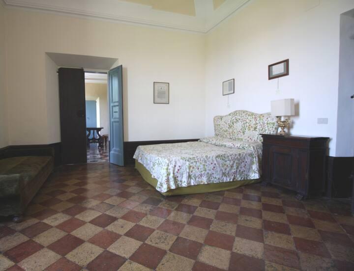 Cozy Room Cedar in ancient Villa