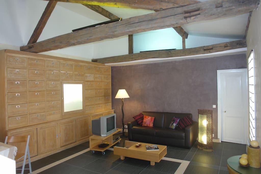 Lovely apt near marais bastille appartementen te huur in parijs le de france frankrijk - Blootgestelde balken ...